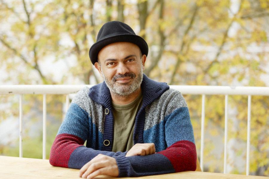 Kirjailija Hassan Blasim valittiin viime vuoden haussa tämän vuoden residenssiin Saaren kartanoon. Kuva: Marko Rantanen