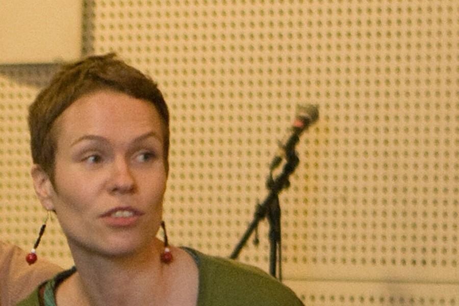 Taiteilija, tanssin ja esitysten tekijä Maija Hirvanena Hirvanen